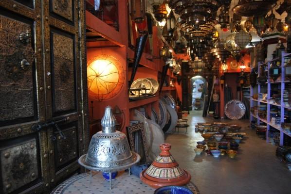 Marokkaanse mozaiektafels zilveren dienbladen lantaarns for Interieur accessoires groothandel